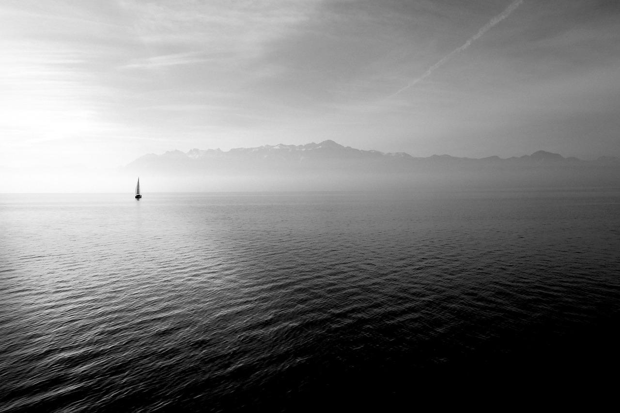 sailing-boat-569336_1280-1